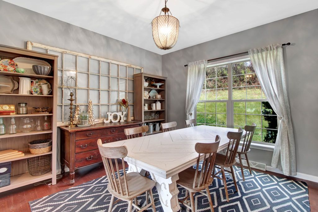 Photograph by Real Estate Exposures https://realestateexposures.com