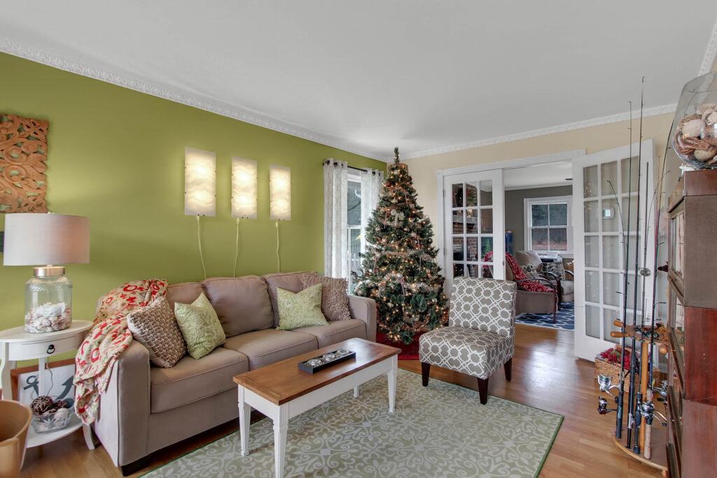 9 homes of christmas
